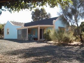 Carob Cottage - Bundaberg Accommodation