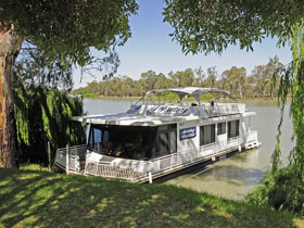 Moving Waters Self Contained Moored Houseboat - Bundaberg Accommodation