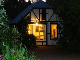 Riddlesdown Cottage - Bundaberg Accommodation