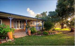 James Farmhouse and Rose Cottage - Bundaberg Accommodation