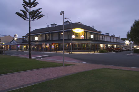Grand Tasman Hotel - Bundaberg Accommodation