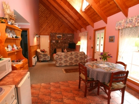 Rosebank Cottage Collection - Bundaberg Accommodation