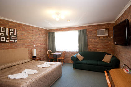 Allan Cunningham Motel and Old Wagon Restaurant - Bundaberg Accommodation