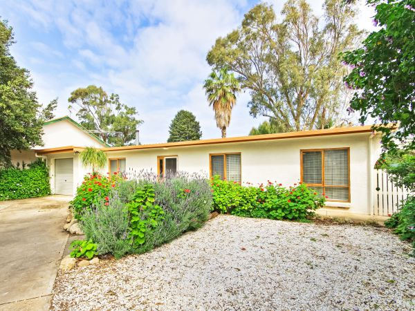 Century 21 SouthCoast Moana Blue - Bundaberg Accommodation