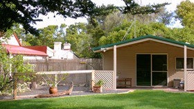 Shiralea Country Cottage - Bundaberg Accommodation