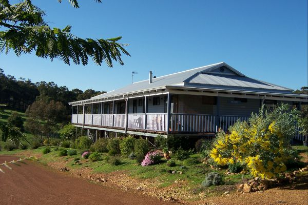 Blue House Bed and Breakfast - Bundaberg Accommodation