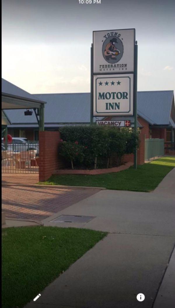 Federation Motor Inn Young - Bundaberg Accommodation