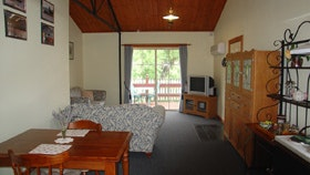 The Old Oak Bed and Breakfast - The Shearing Shed - Bundaberg Accommodation