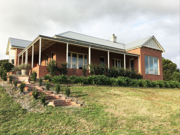 Shearer's Hill - Luxury Farm Stay - Bundaberg Accommodation