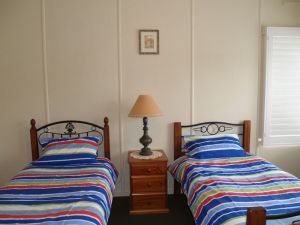 Walsh Cottage - Bundaberg Accommodation