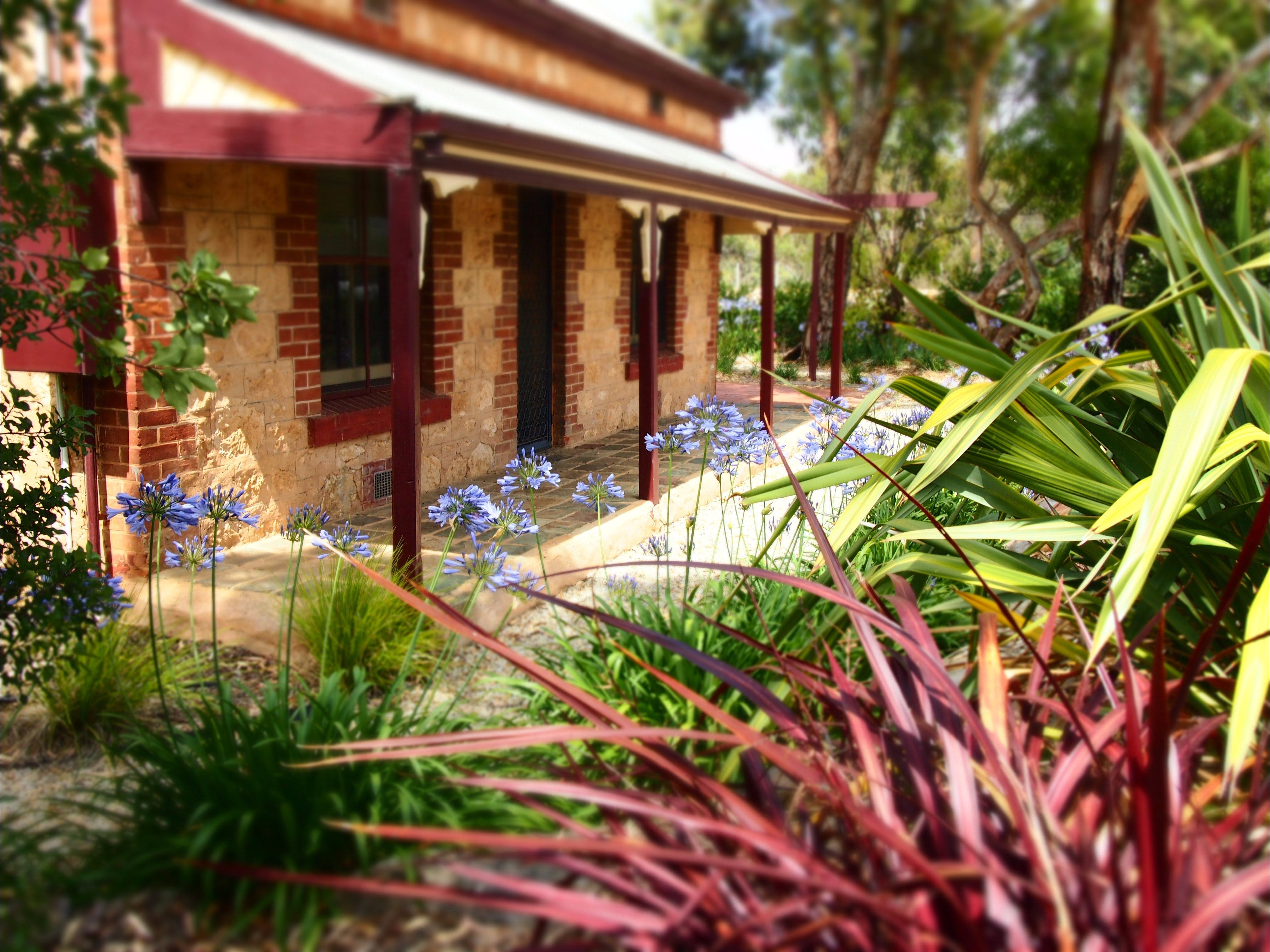 The Creek Cottage - Bundaberg Accommodation