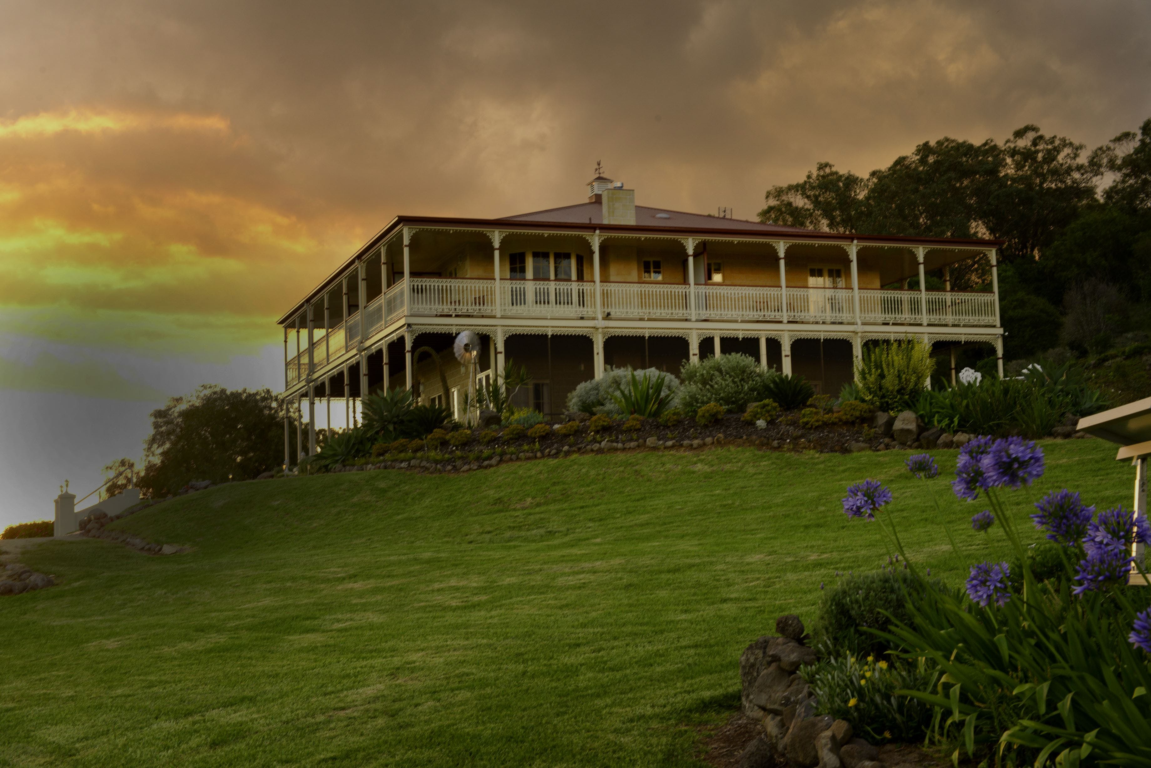 R on the Downs Rural Retreat - Bundaberg Accommodation