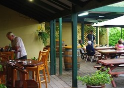 Bird In Hand Inn - Bundaberg Accommodation