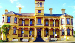 The Queenscliff Historic Royal Hotel - Bundaberg Accommodation