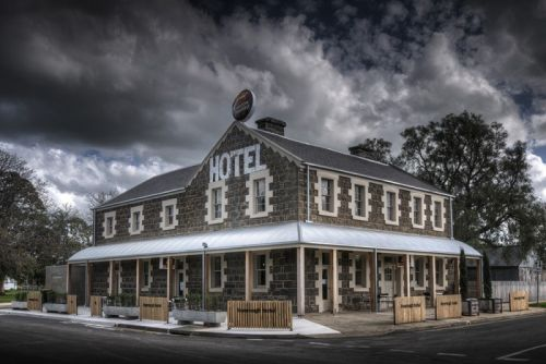 Inverleigh Hotel - Bundaberg Accommodation
