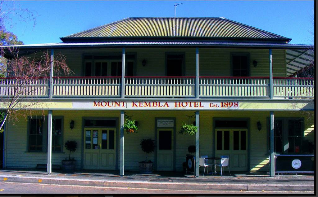Mount Kembla Village Hotel - Bundaberg Accommodation