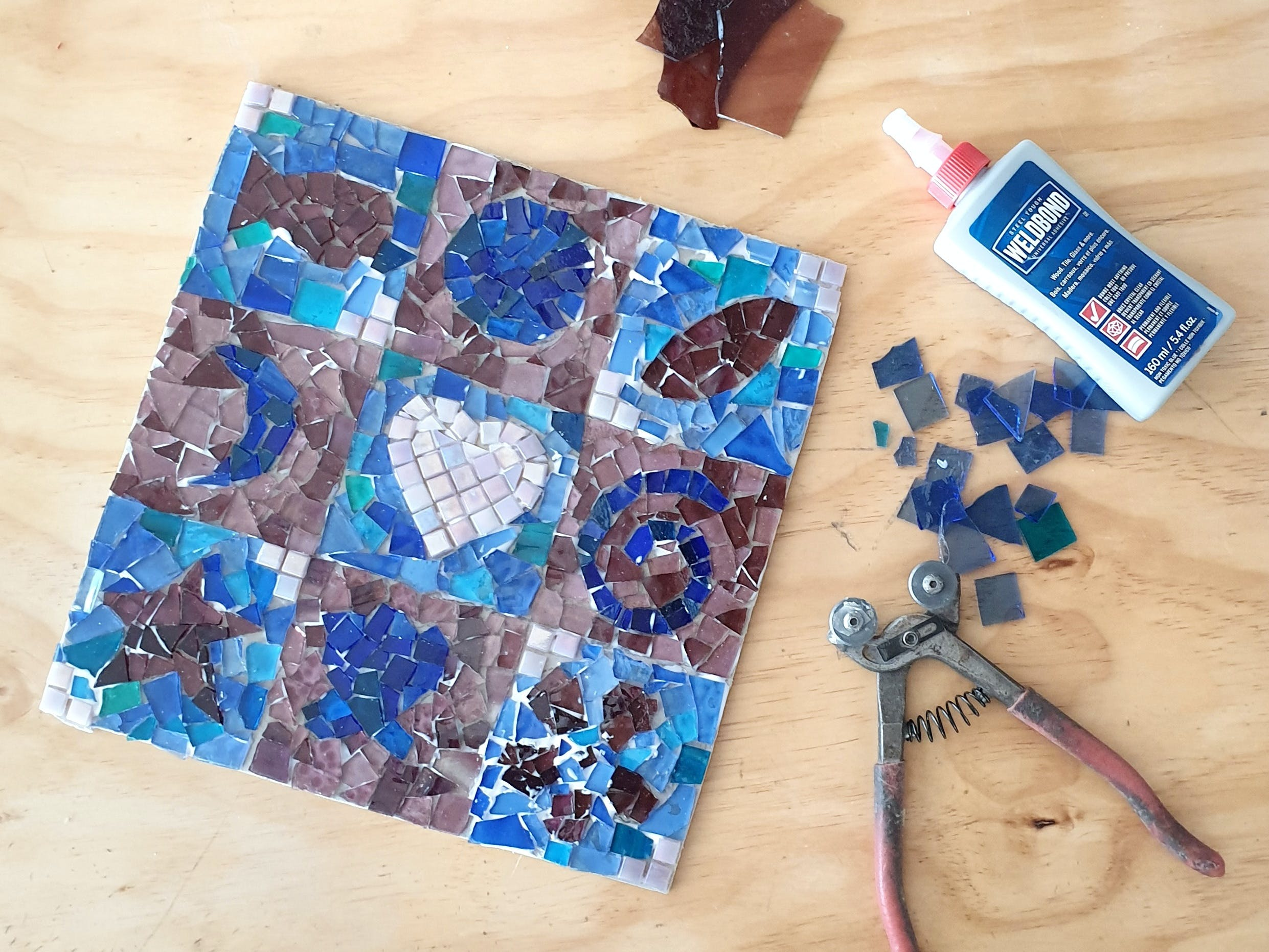 Intro to Mosaics Weekend with Leadlight By Ettore - Bundaberg Accommodation