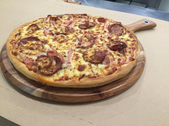 Pizza kitchen - Bundaberg Accommodation