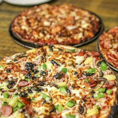The cave wood fired pizza bar - Bundaberg Accommodation