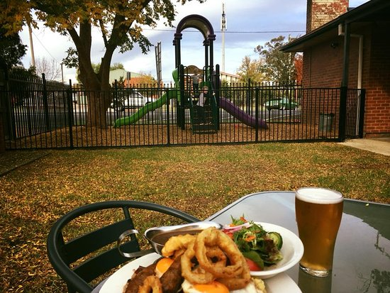 The Riverina Hotel Restaurant - Bundaberg Accommodation