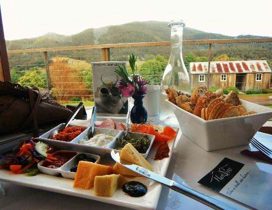 Hartzview Vineyard Cafe - Bundaberg Accommodation