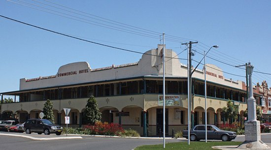 Commercial Hotel - Bundaberg Accommodation
