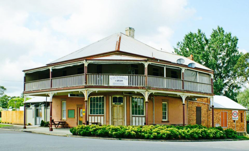 The Victoria Hotel Hinton - Bundaberg Accommodation