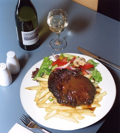 Bridge Hotel Bistro - Bundaberg Accommodation