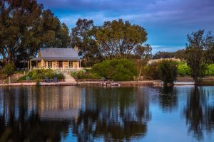 Stonewell Cottages and Vineyards - Bundaberg Accommodation