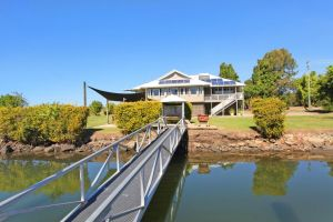 Campbell 7 - Large Queenslander on Maroochy River - Bundaberg Accommodation