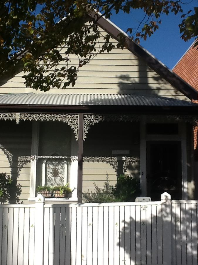 Redruth Cottage - Bundaberg Accommodation