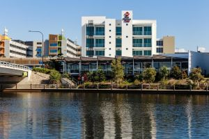 BEST WESTERN PLUS Lake Kawana Hotel - Bundaberg Accommodation